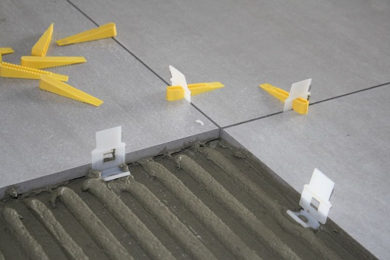 Distanziatori autolivellanti ferramenta edilizia - Distanziatori per piastrelle ...